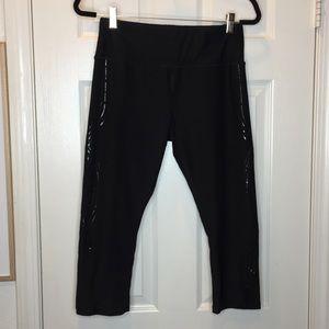 Woman's Reebok athletic work out capri black large